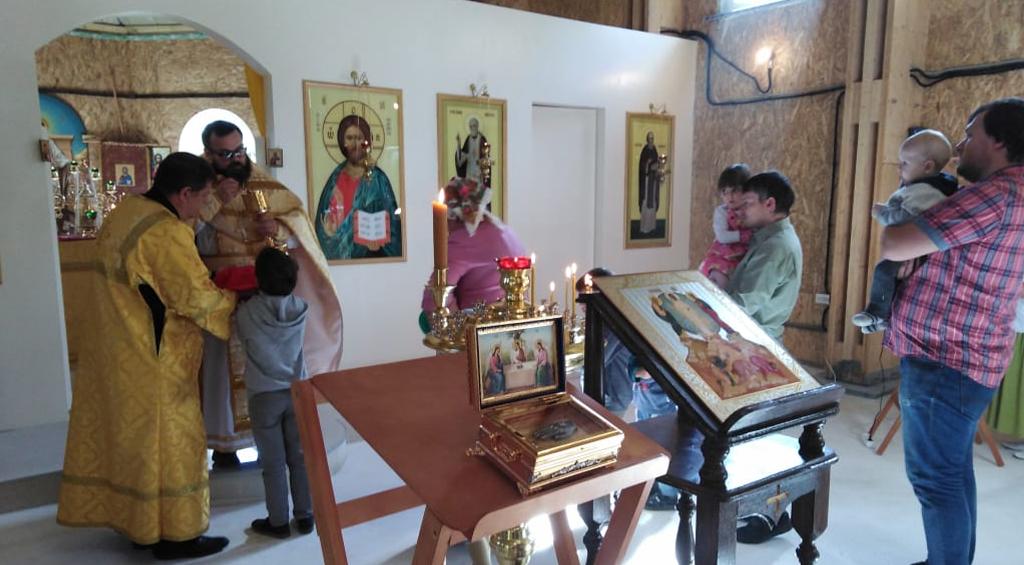 богослужения в храме Серафима Саровского